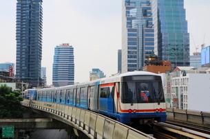タイ・バンコクのBTSチョンノンシー駅の線路の写真素材 [FYI02678855]