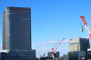 東京ミッドタウン日比谷とペニンシュラホテルの写真素材 [FYI02678891]