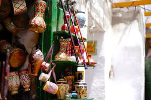 モロッコ ティトゥアンの土産物屋の写真素材 [FYI02678922]