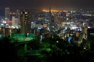 ビーナスブリッジと神戸市街の夜景の写真素材 [FYI02678923]