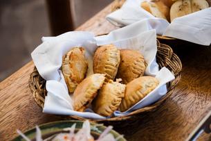 南米の伝統料理エンパナーダの写真素材 [FYI02678950]