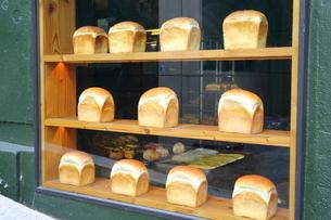 ショーケースの食パンの写真素材 [FYI02678973]