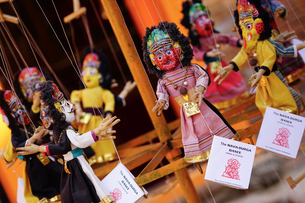 ネパールのお土産屋さんの人形の写真素材 [FYI02679093]