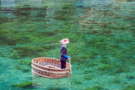 新潟県 佐渡島 小木のたらい舟の写真素材 [FYI02679143]