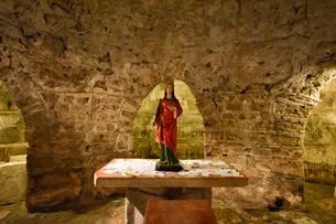 ディオクレティアヌス宮殿の地下にあるマリア像の写真素材 [FYI02679171]