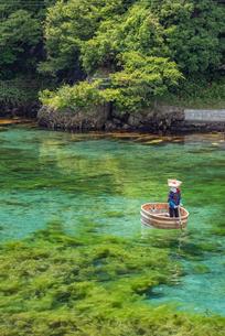 新潟県 佐渡島 小木のたらい舟の写真素材 [FYI02679199]