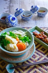 バーミーキャオグン(海老ワンタン麺)の写真素材 [FYI02679336]