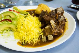 エクアドルの伝統料理 ヤギのシチューの写真素材 [FYI02679343]