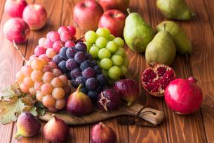 秋の果物の写真素材 [FYI02679442]
