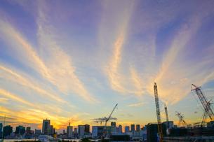 オリンピック選手村建設地と夕焼けの写真素材 [FYI02679497]