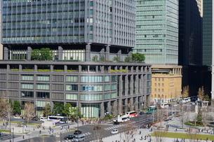 東京駅前広場と新マルビルの写真素材 [FYI02679602]