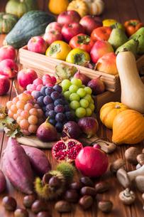 秋の野菜と果物の写真素材 [FYI02679627]