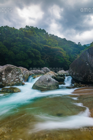 屋久島 横河渓谷の写真素材 [FYI02680381]