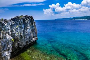 沖縄県 辺戸岬の岩礁の写真素材 [FYI02680448]
