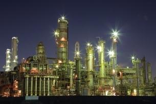 四日市コンビナート 工場夜景の写真素材 [FYI02680624]