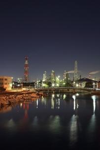 四日市コンビナート 工場夜景の写真素材 [FYI02680662]