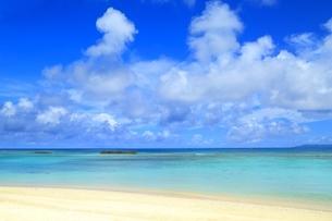 波照間島 ニシ浜と青い海の写真素材 [FYI02680669]