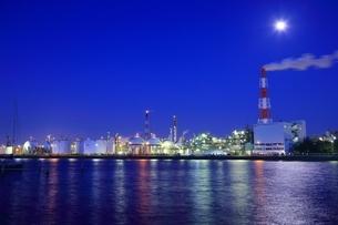 四日市コンビナート 工場夜景の写真素材 [FYI02680919]