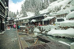 冬の銀山温泉の写真素材 [FYI02681207]