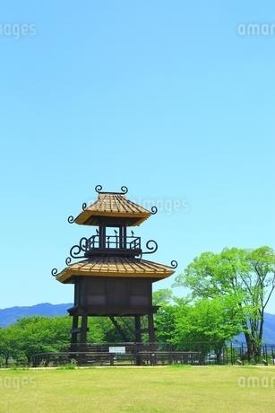 新緑の唐古・鍵遺跡史跡公園の写真素材 [FYI02681299]