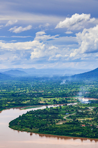 タイより望むラオス、メコン川の写真素材 [FYI02681639]
