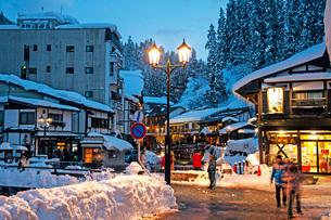 冬の銀山温泉の写真素材 [FYI02681670]