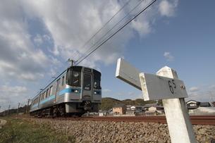 JR四国予讃線 ローカル列車の写真素材 [FYI02681716]