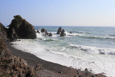 五色の浜に寄せる波の写真素材 [FYI02681777]