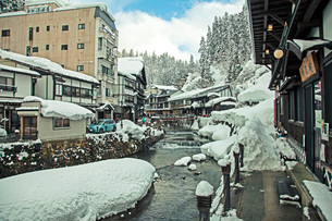 冬の銀山温泉の写真素材 [FYI02681834]