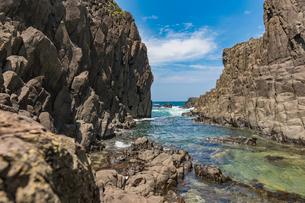 46億年を感じる立岩の写真素材 [FYI02682005]