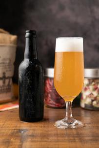 ビールと瓶の写真素材 [FYI02682066]