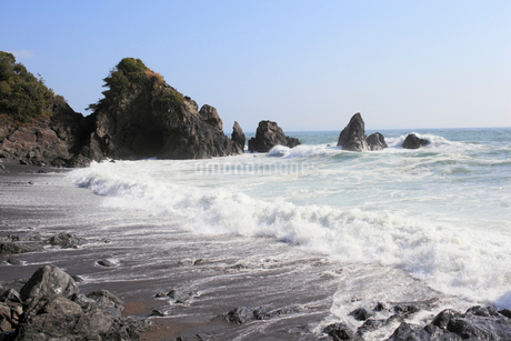 五色の浜に寄せる波の写真素材 [FYI02682070]