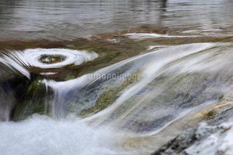 冬の渓流の写真素材 [FYI02682075]
