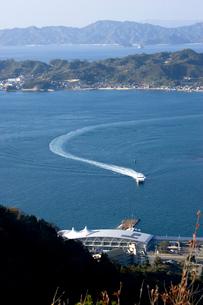 松山観光港と興居島の写真素材 [FYI02682105]