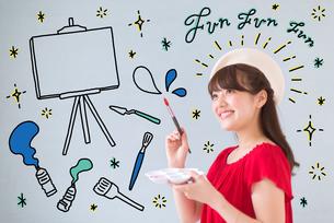 絵を描く女性のイラスト素材 [FYI02682488]