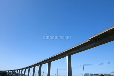 高速道路と青空の写真素材 [FYI02682509]