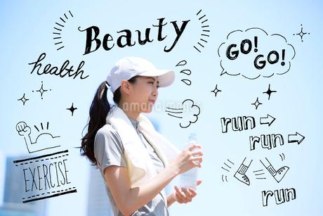 ジョキングする女性のイラスト素材 [FYI02682550]