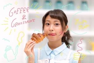 パンを食べる女性のイラスト素材 [FYI02682569]