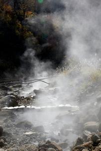 秋の黒部峡谷 祖母谷温泉の源泉地帯の写真素材 [FYI02682752]