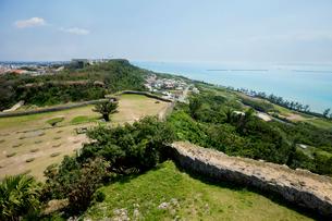 勝連城跡 沖縄県の写真素材 [FYI02683825]