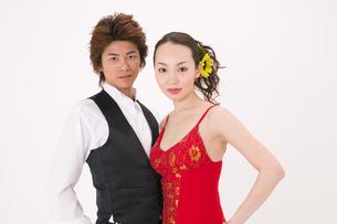 ラテンダンスを踊る男女の写真素材 [FYI02684104]