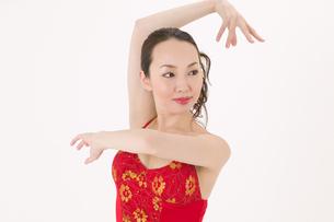 ラテンダンスを踊る女性の写真素材 [FYI02684177]