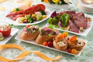 カナッペとパーティー料理の写真素材 [FYI02684266]