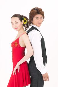 ラテンダンスを踊る男女の写真素材 [FYI02685139]