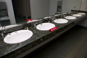 Sinks with reserved signの写真素材 [FYI02685176]