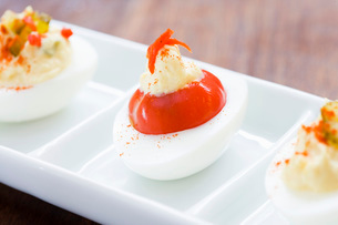 Close up of deviled eggsの写真素材 [FYI02685234]