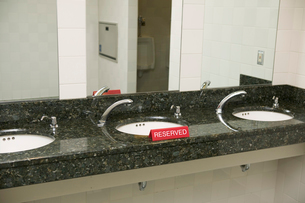 Sinks with reserved signの写真素材 [FYI02685275]