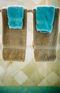 Four Towels Hanging on Shower Door Towel Rackの写真素材 [FYI02685276]