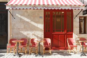 おしゃれなヨーロッパイメージのカフェの写真素材 [FYI02685537]