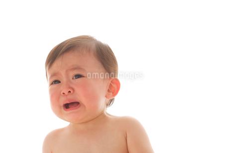 泣くはだかの赤ちゃんの写真素材 [FYI02685851]